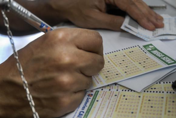 Megasena da virada A Mega-Sena da Virada vai sortear R$ 280 milhões na próxima quinta-feira (31), no último sorteio do anoMarcello Casal JrAgência Brasil