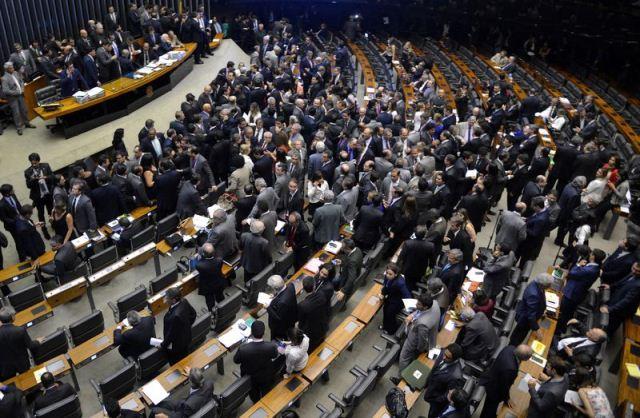 A chapa foi aprovada nominalmente, em turno único. A distribuição das vagas foi definida de acordo com o tamanho dos partidos na Câmara (Foto: Wilson Dias/Agência Brasil)