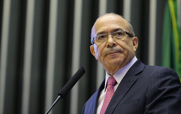 BRASILIA, DF, BRASIL, 12-03-2015: O  ministro da Secretaria da Aviação Civil, Eliseu Padilha participou da comissão geral no plenário da Câmara dos Deputados.  (Foto: Sergio Lima Folhapress - PODER)