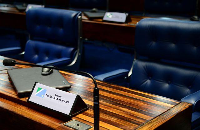 Brasília – A bancada do senador Decides Amaral, vazia no plenário do Senado. (Antônio Cruz/Agência Brasil)