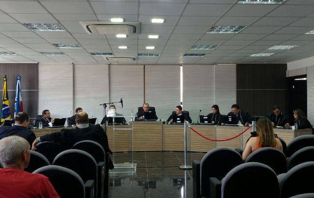 Presidido pelo vice-presidente João Mauro Bessa, TRE adiou o julgamento do governador e do vice (Foto: Divulgação)