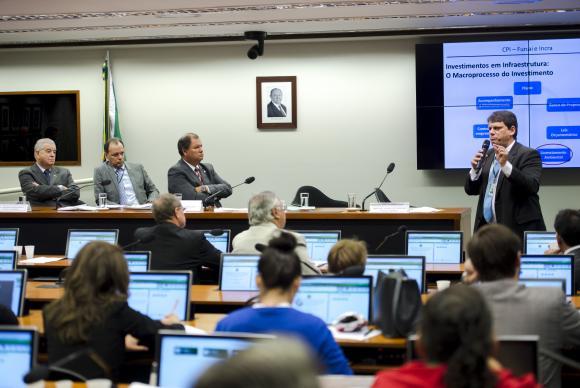 O ex-diretor do Dnit disse que a Funai adota critérios ideológicos, em vez de técnicos, na concessão de licençasMarcelo CamargoAgência Brasil