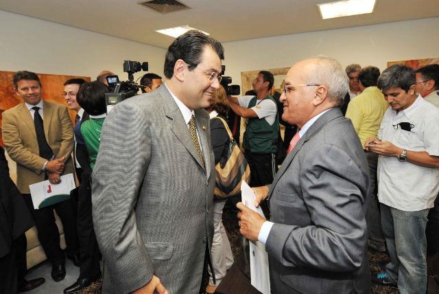 Na segunda-feira, o Amazonas vai conhecer quem ficará com a cadeira de governador: Eduardo Braga ou José Melo (Foto: Chico Batata)