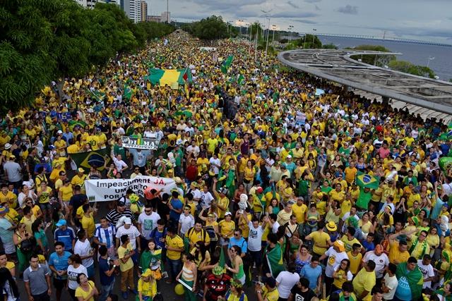 Protestos no ano passado levaram milhares de pessoas às ruas contra a ex-presidente Dilma e o PT (Foto: Valmir Lima)