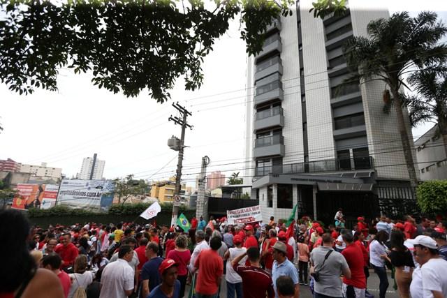 Sao Bernardo do Campo- SP- Brasil- 13/03/2016 Simpatizantes fazem manifestção de apoio ao ex-presidente Lula . Foto Paulo Pinto/Agencia PT
