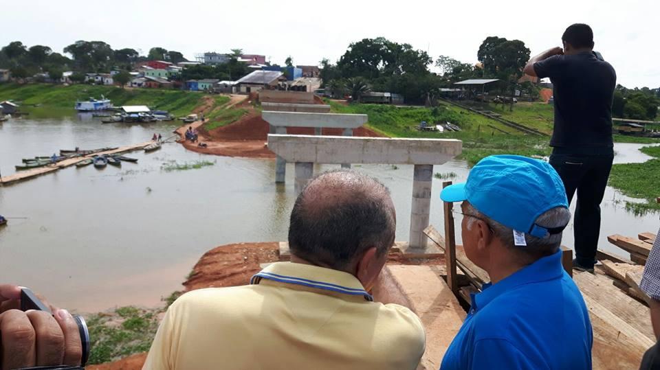Governador José Melo visitou a Ponte do Pêra, em Coari, há dez dias: obras aceleradas (Foto: Divulgação)