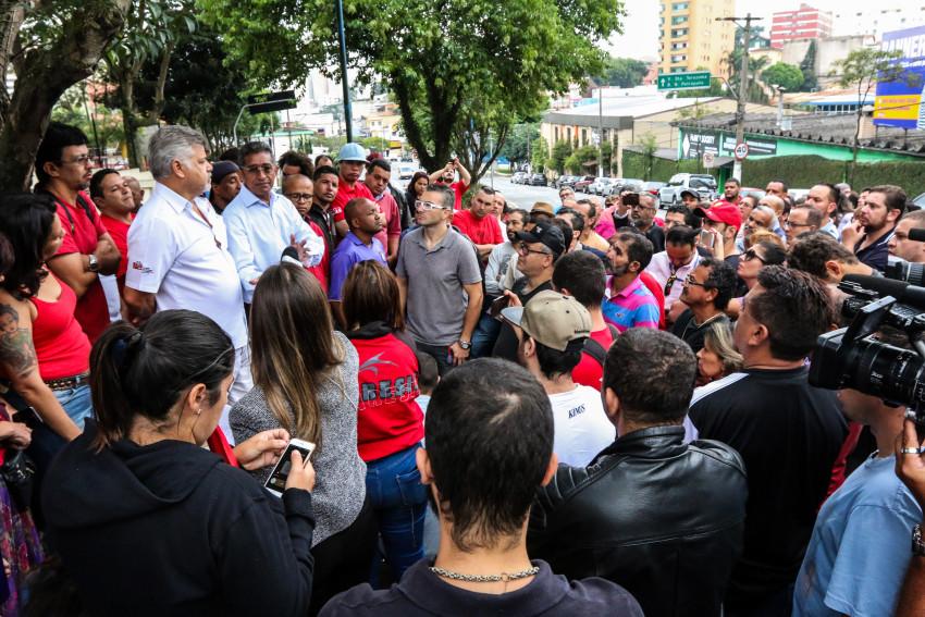 São Bernardo do Campo- SP- Brasil- 21/03/2016- Manifestante realizam ato em apoio ao ex-presidente Lula, em frente ao prédio onde ele mora, em São Bernardo do Campo.  Foto: Roberto Parizotti/ CUT