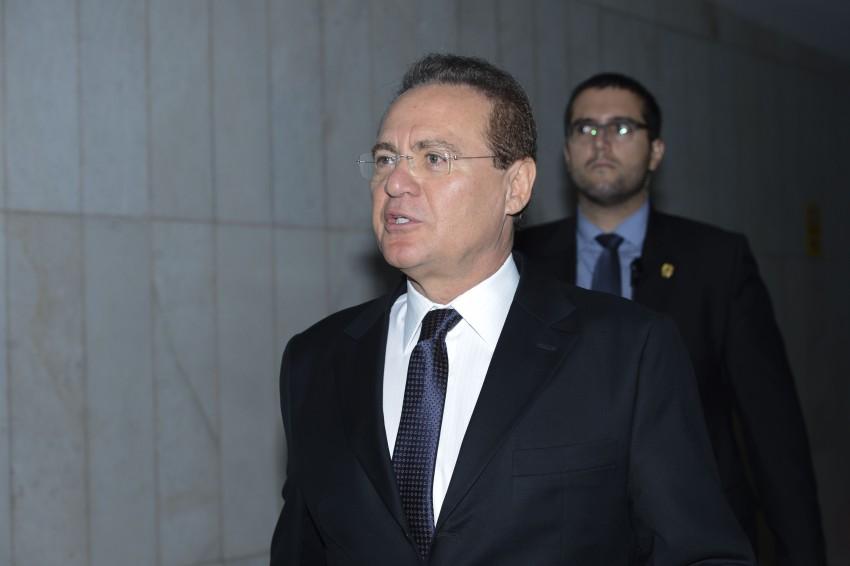 Brasília - O presidente do Senado, Renan Calheiros fala com jornalistas sobre o processo de Impeachment (Antonio Cruz/Agência Brasil)