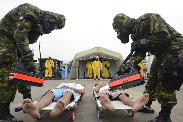 Rio de Janeiro - Ministério da Defesa realiza, na Escola de Instrução Especializada do Exército, uma simulação prática de incidentes em grandes eventos. O exercício faz parte das atividades de preparação de segurança dos Jogos Olímpicos e Paralímpicos Rio 2016. (Tânia Rêgo/Agência Brasil)