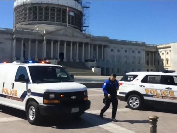 capitolio Polícia na frente do Capitólio, em Washington, após relatos de tiroteios no centro de visitantes do edifício Foto ReproduçãoMSNBC