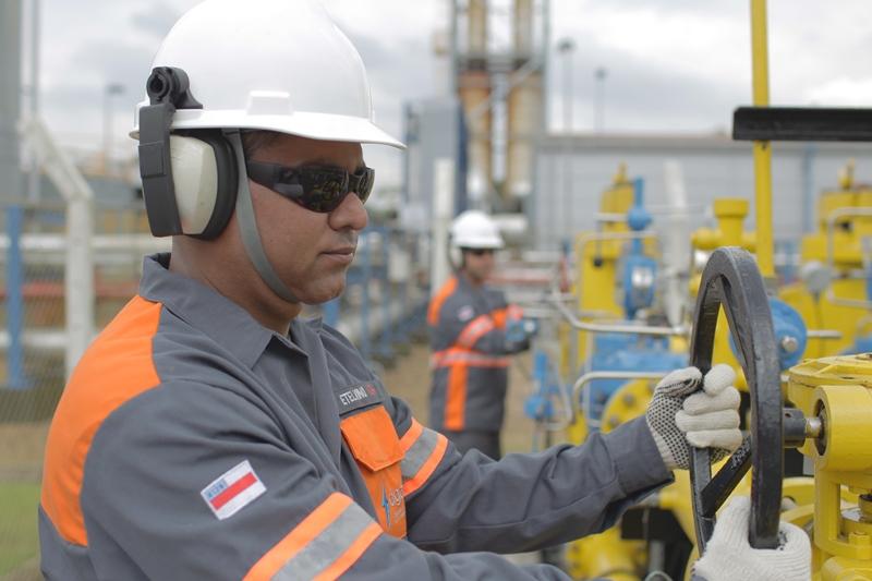 Bebidas e gás natural elevam produção industrial no Amazonas, diz IBGE