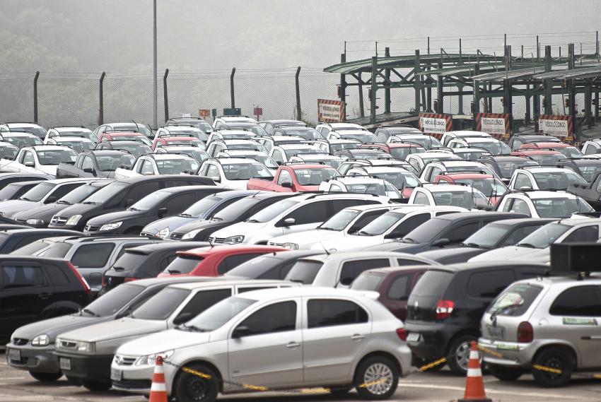 Parcelamento em 12 vezes é uma forma de manter veículo regularizado, diz diretor do Detran (Foto: Marcelo Camargo/ABr)