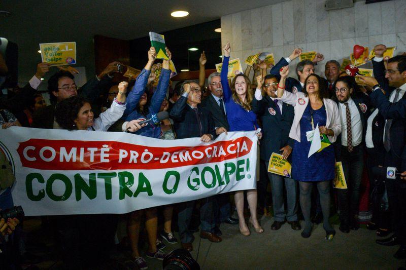 Brasília - Comitê Pró-Democracia lança no Congresso Nacional a Frente Parlamenta Mista em Defesa da Democracia e contra o impeachment da presidenta Dilma Rousseff (Fabio Rodrigues Pozzebom/Agência Brasil)