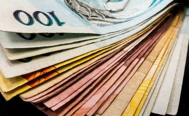 Dinheiro pouco