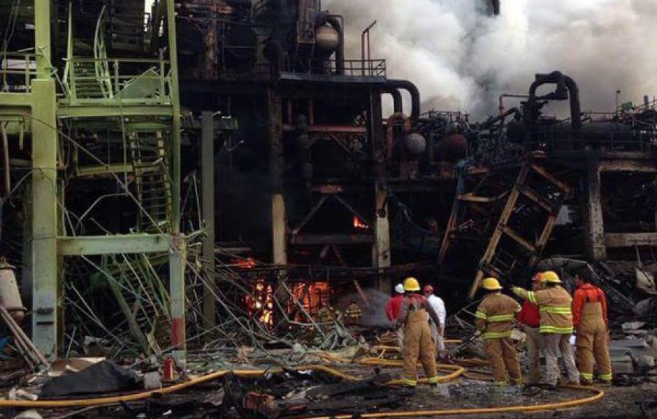COATZACOALCOS, VERACRUZ.- La planta Clorados 3 de la empresa petroquímica Mexicana de Vinilo (PMV) sufrió una explosión en sus instalaciones dejando un saldo de tres muertos y 58 heridos. FOTO:CUARTOSCURO.COM