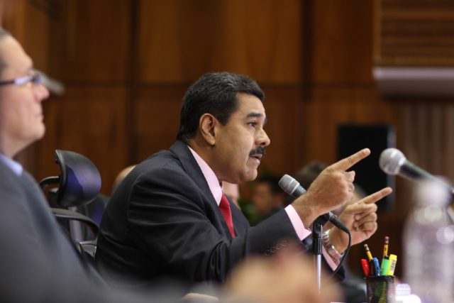 epa05119415 A handout picture provided by Miraflores Press shows Venezuelan President Nicolas Maduro (C) speaking during a meeting with businessmen in Caracas, Venezuela, on 22 January 2016. EPA/PRENSA MIRAFLORES HANDOUT EDITORIAL USE ONLY/NO SALES
