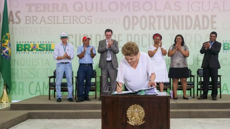 Presidenta Dilma Rousseff durante Cerimônia de assinatura de Atos para a Reforma Agrária e Comunidades Quilombolas Roberto Stuckert