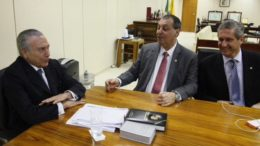 Omar Aziz reunido com Michel Temer (à esquerda) e o deputado Rogério Rosso (PSD-DF) (Foto: Ariel Costa/Divulgação)