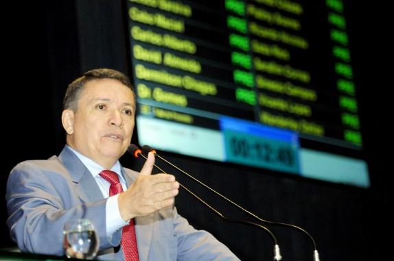 Vicente Lopes faz oposição do governo de José Melo (Foto: Elisa Maia/ALE)