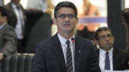 O líder do governo Melo, David Almeida, reclamou pelo segundo dia da comunicação (Foto: Danilo Mello/ALE)