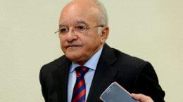 O governador José Melo deve ser beneficiado pelo recesso no TSE e pelas eleições municipais (Foto: Valdo Leão/Secom)