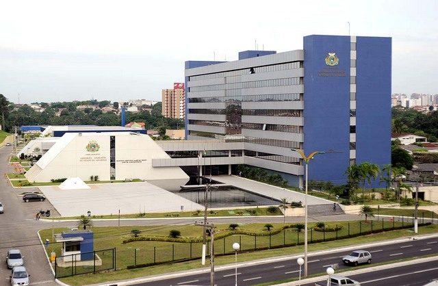 TCE suspende licitação para auxílio-alimentação de comissionados da ALE