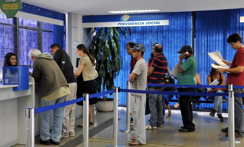 INSS paga primeira parcela do 13º dos aposentados e pensionistas na segunda-feira