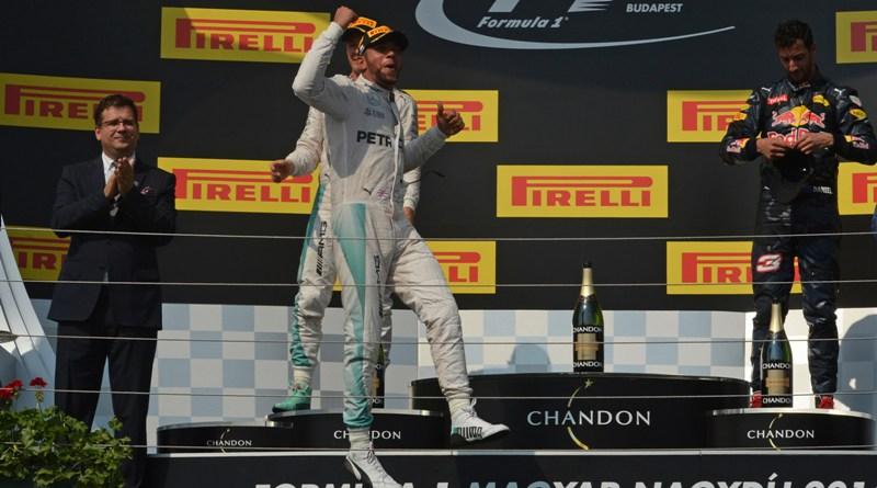 Lewis Hamilton vence em Cingapura e abre 40 pontos na liderança da F-1