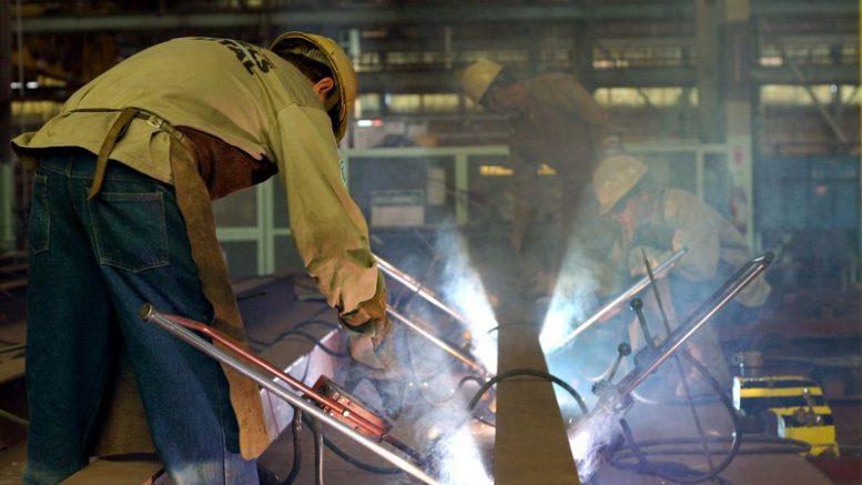 Trabalhadores podem ter piso salarial de referência para negociar aumentos trabalhistas (Foto: Antonio Pinheiro/ GERJ)