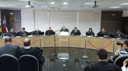Juiz Abraham Peixoto é voto divergente no processo de cassação de Melo e Henrique (Foto: Ascom/TRE)