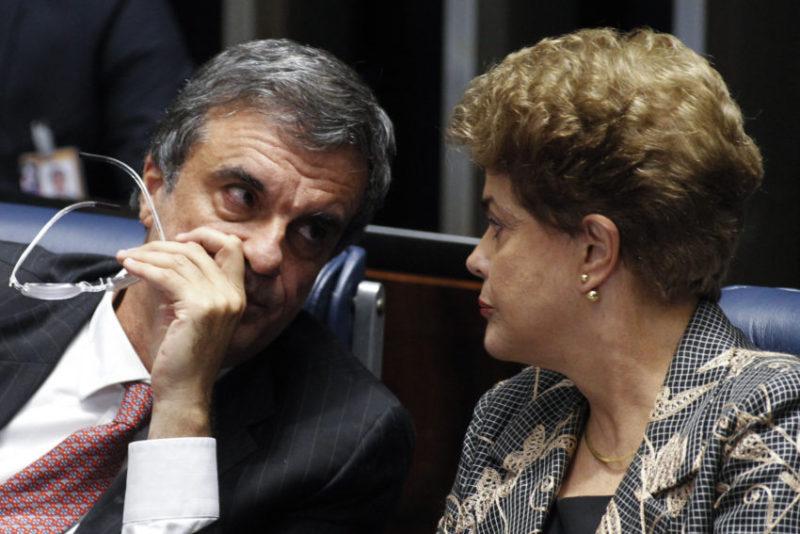 Plenário do Senado Federal durante sessão deliberativa extraordinária para votar a Denúncia 1/2016, que trata do julgamento do processo de impeachment da presidente afastada Dilma Rousseff por suposto crime de responsabilidade. Mesa: advogado da presidente afastada, José Eduardo Cardozo; presidente afastada Dilma Rousseff Foto: Marri Nogueira/Agência Senado