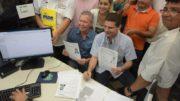 O prefeito Arthur Virgílio Neto e o deputado Marcos Rotta pedem registro de candidatura (Foto: Divulgação)