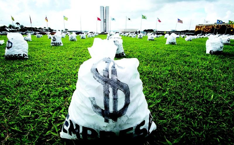 Protesto no Congresso contra doações de empresas. Este ano, candidatos contam com dinheiro dos partidos Foto: ABr/Divulgação)