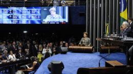 Plenário do Senado Federal durante sessão deliberativa extraordinária para votar a Denúncia 1/2016, que trata do julgamento do processo de impeachment da presidente afastada Dilma Rousseff por suposto crime de responsabilidade.   Na tribuna em discurso, Dilma Rousseff.   Foto: Edilson Rodrigues/Agência Senado