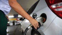 Redução mínima no preço dos combustíveis contribuiu para índice menor de inflação Foto: Pedro França/Ag. Senado)