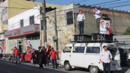 José Ricardo faz minicomício em frente ao terminal de ônibus da Avenida Constantino Nery (Foto: Divulgação)