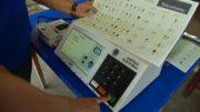 TRE-DF faz demonstrações para familiarizar o eleitor com a urna eletrônica biométrica. Foto: Jose Cruz/ Agência Brasil