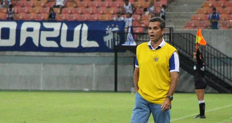 O técnico Álvaro Migueis diz que para atletas do Nacional, intervalo entre jogos é ruim (Foto: Nacional/Divulgação)