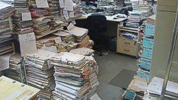 Documentos não foram retirados pelos clientes e perderam validade para arquivamento (Foto: Divulgação)