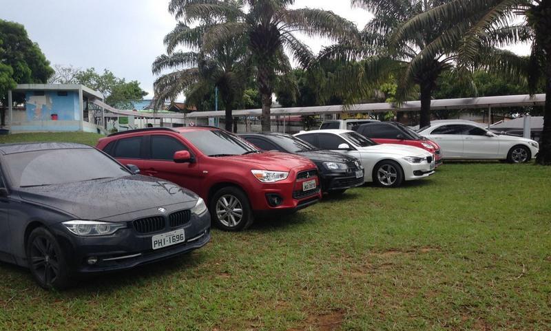 Carros de luxo apreendidos serão leiloados para ressarcir o Estado do dinheiro desviado (Foto: Maria Derzi)
