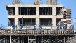 Brasília- DF- Brasil- 27/07/2016- A taxa de desemprego total em Brasília se manteve estável em junho. O índice passou de 18,9%, em maio, para 19% no mês seguinte, de acordo com a Pesquisa de Emprego e Desemprego (PED-DF), divulgada nesta quarta-feira (27), pela Secretaria do Trabalho, Desenvolvimento Social, Mulheres, Igualdade Racial e Direitos Humanos e pelo Departamento Intersindical de Estatística e Estudos Socioeconômicos (Dieese).   No setor da construção civil, o cenário é de crescimento, com aumento de 2 mil de postos de trabalho no período.  Foto: Dênio Simões/ Agência Brasília