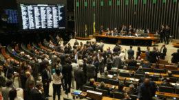 Brasília - O Plenário da Câmara dos Deputados debate requerimento da base aliada que pede o regime de urgência para a renegociação das dívidas dos estados perante a União (Fabio Rodrigues Pozzebom/Agência Brasil)