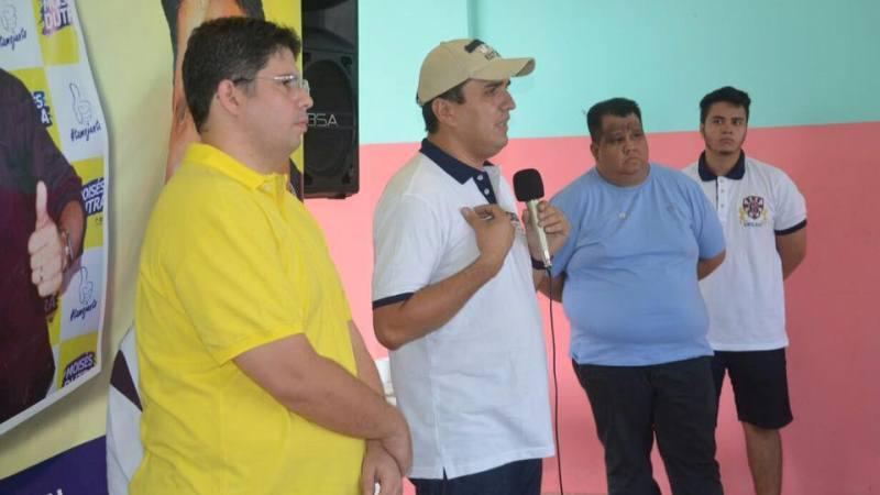 Marcelo Generoso (de camiseta azul) divulgou pesquisa não registrada em que Hissa aparecia em situação favorável (Foto: Divulgação)