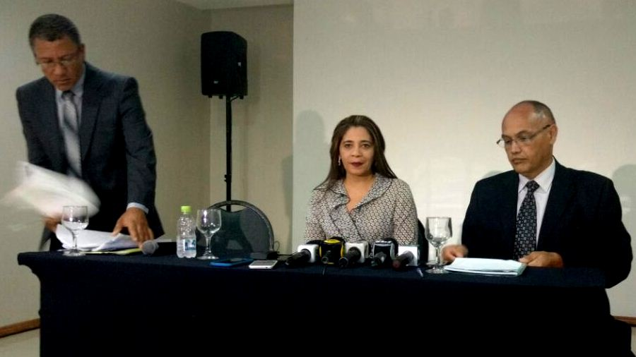 Наир Блэр и адвокаты на пресс-конференции в отеле Blue Tree, в южно-центральной зоне Манауса (Фото: Розиене Карвалью)
