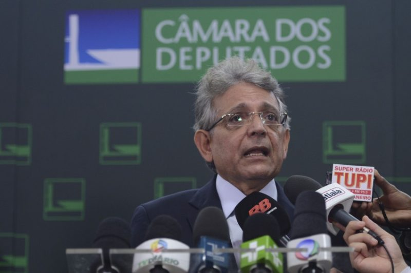 Brasília - Líder do Democratas, o deputado Pauderney Avelino, fala sobre a posse do ex-presidente Lula como ministro Chefe da Casa Civil da Presidência da República  (Antonio Cruz/Agência Brasil)