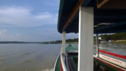 Rio Tarumã é rota de barcos de passageiros para comunidades ribeirinhas na zona oeste de Manaus (Foto: Divulgação)