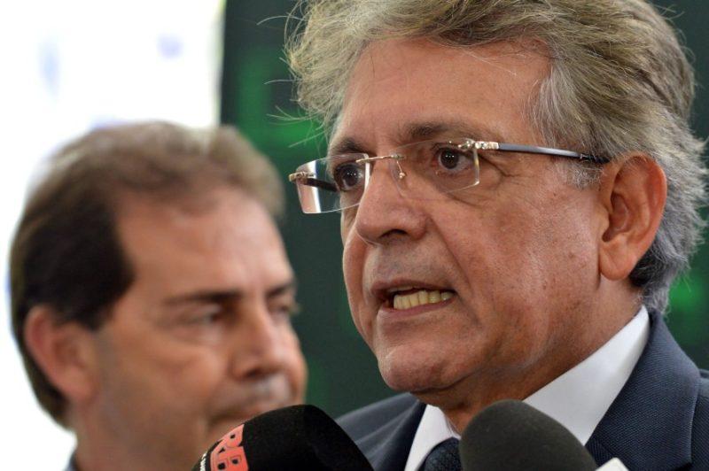 Brasília - Entrevista do deputado Pauderney Avelino, lider do DEM ao fundo o deputado Paulinha da Força. (Antônio Cruz/Agência Brasil)