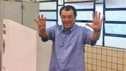 Senador Eduardo Braga votou em uma escola municipal na zona oeste de Manaus (Foto