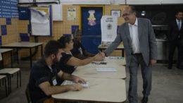Rio de Janeiro - O presidente do Tribunal Superior Eleitoral (TSE), ministro Gilmar Mendes visita a Escola Municipal Avertano Rocha onde acompanha o início da votação na cidade. (Foto: Tomaz Silva/Agência Brasil)