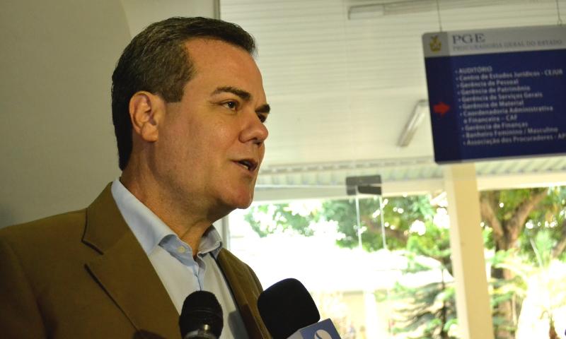 Henrique Oliveira participou, na manhã desta quinta-feira, da posse da nova procuradora-geral do Estado Heloysa Simonetti (Foto: Valmir Lima)